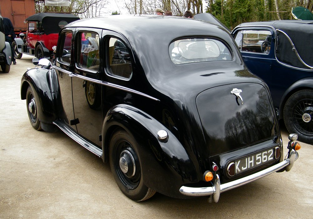 Lanchester Ten LD10 Saloon