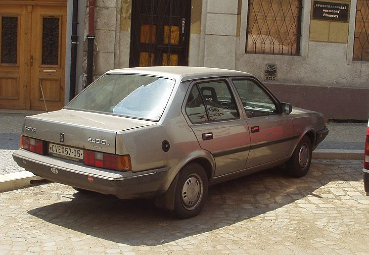 Volvo 340 DL Diesel Sedan, 1988 [Auta5P ID:16892 EN]