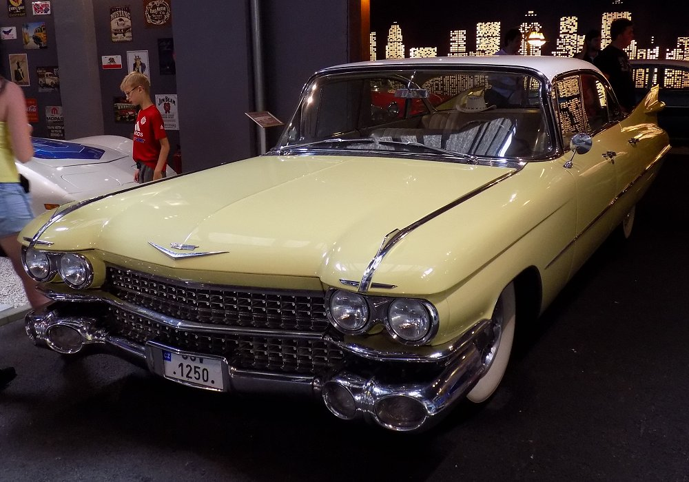 Cadillac Series 62 Sedan 6 Window